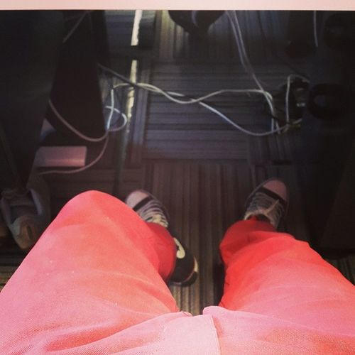 El glamour de mis pantalones rojos Glamour Red Trousers Johnfoos pantalones onda
