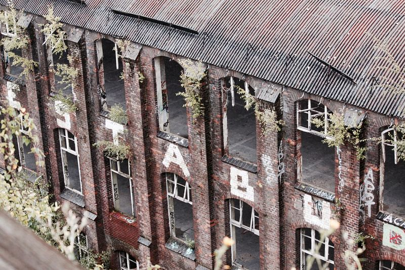Hello World Hello Hannover Hello Niedersachsen Architecture Altes Conti Gelände Abandoned Lost Places Rotten Places Day Exploring Old Buildings Still Life Taking Pictures Click Click 📷📷📷 Eye For Details Real Life Architecture Roof Rusty Looking Down Germany🇩🇪