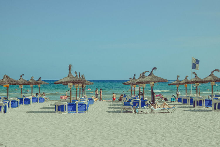 Sky Sea Water Beach Land Horizon Over Water Clear Sky Sand Nature Outdoors Parasols Beach Photography Vacations Trip Beauty In Nature Scenics - Nature Holiday Copy Space Tranquil Scene Tranquility Day Horizon Copy Space