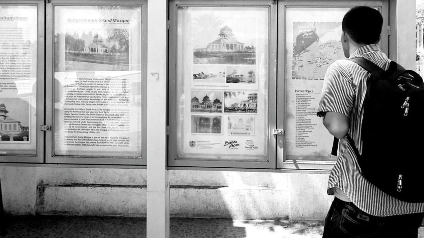 Visitor are viewing history information boards People Watching Aceh Baiturrahman Koetaraja BandaAceh Xperiaphotography Zemiphoto