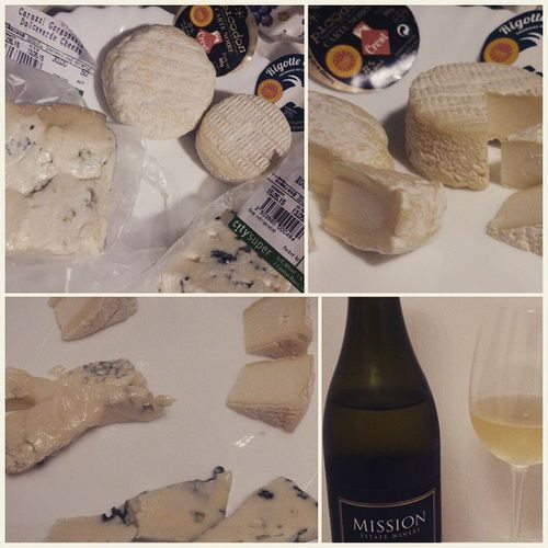 Enjoy tasting fromage~picodon,ricotte de condrieu,gorgonzola dolchette and roquefort~Fromage Picodon Ricottedecondrieu Gorgonzoladolce Roquefort Newzealandwine Home