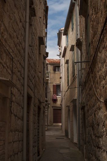 Air Washing Clothes Architecture By The Measure Of Men Centered Perspective Dalmatian Atmosphere Narrow Deadend Street Old City Streets Seaside Town Stone Houses