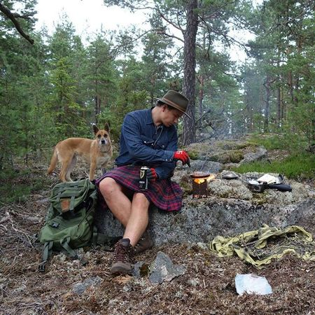 Camping with Guinness Mutt Bushcraft Bushcooker kuntzi outdoor outdoors forest woodcraft mora savottajääkäri savotta koira erämies kilt kilts