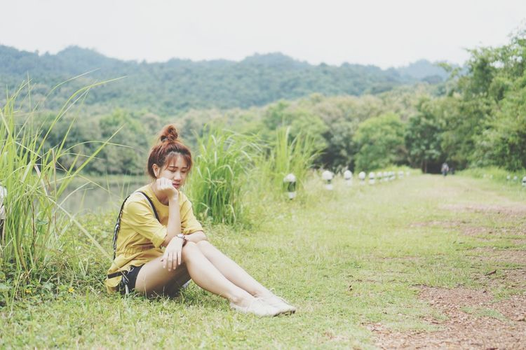 EyeEm Selects Young Women Portrait Beautiful Woman Beauty Women Sitting Smiling Full Length Relaxation Happiness