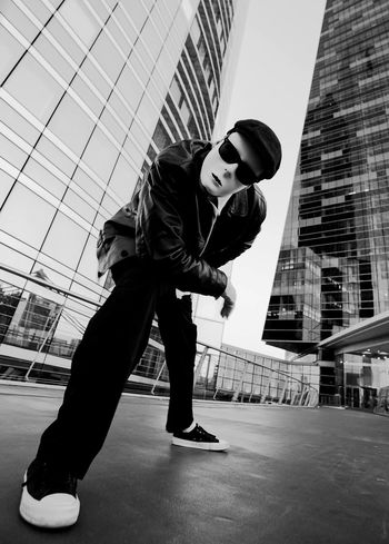 HipHop La Défense Street Performer Athlete Lifestyles Hypnotic Corporate Business Challenge Suit Full Length Men Built Structure One Person Adult Occupation Skyscraper Architecture City People Well-dressed