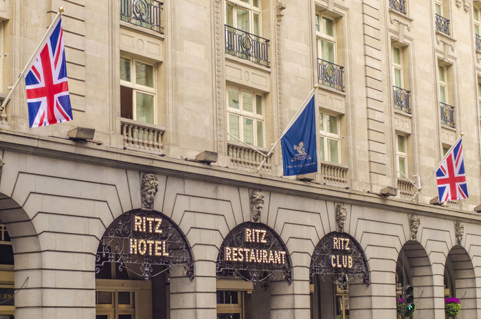 The iconic luxury Ritz Hotel in London's Mayfair district 5 Star Hotels EyeEmNewHere Hôtel 5🌟 London Luxury Hotel Luxurylifestyle  Mayfair, London Ritz Hotel Garden Architecture Built Structure City Flag Flags Iconic Buildings Luxury Brands Outdoors The Ritz Hotel London Tourism Destination Union Jack Flag