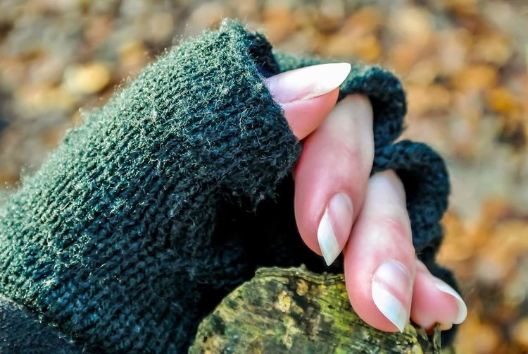 EyeEm Selects Human Hand Real People Human Body Part One Person Human Finger Close-up Focus On Foreground Holding Leisure Activity Day Lifestyles Outdoors Wool Nature People Fingers Finger Fingernail Woman Hand Cold Temperature Winter Fall Glove Cold Hiker Unrecognizable Person Knitted  Wearing Woolen