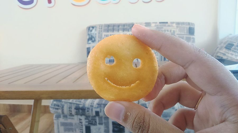 I donno why it's smiling at me 😉 First Eyeem Photo Cafe Time Lovelife Snack Time! Smiley