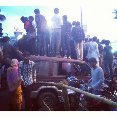 Use of available resources.. Punekars at its best..!! Ganpati Visarjan Dhol Pathak Festive Anantchaturdashi Ganeshotsav Bappa Morya Celebration Kasbapeth Narayanpeth Deccan Pune Puneri Punekar Punekars Puneinstagrammers