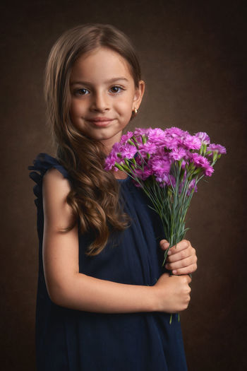 Portrait of a smiling young woman holding bouquet