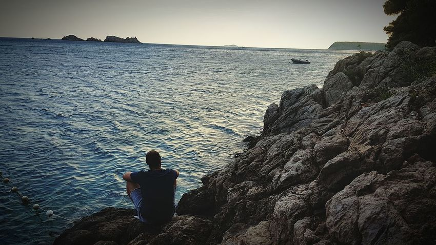 Sunset Sky Only Men One Man Only Sea Sea View Lonelyday LonelyBeauty EyeEmNewHere Beautiful Beautiful Place Beautifuldestinations Rocks Relaxing Moments