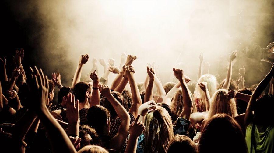 CONCERTS ARE LIFE 💜👽 Icouldliveonmusicalone✌ Nojoke Whoneedsoxyen?