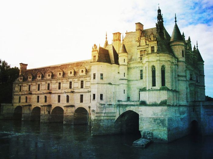 Chateau de Chenonceau. Travel Destinations My Travels 16th Century Loire Valley Reflections Reflections In The Water Architecture_collection Historical Place Historical Building France Château Château De Chenonceau Architecture Built Structure Building Exterior History Sky Day