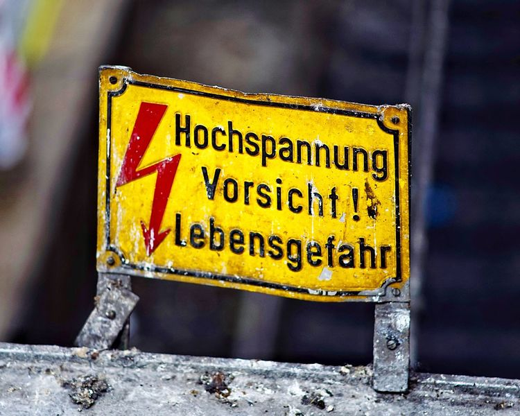 Warning Sign - Hochspannung - Warnings Vintage Sign Vorsicht Hochspannung Lebensgefahr Warning Sign Communication Sign Text Western Script Warning Sign Safety Yellow Information Information Sign Script Close-up Accidents And Disasters Guidance Non-western Script Protection RISK Metal Security No People Capital Letter