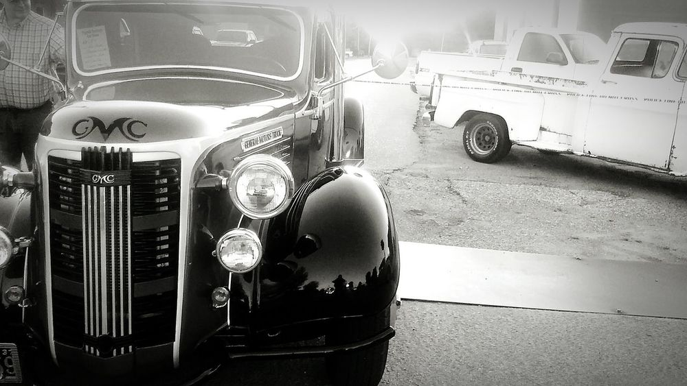 Taking Photos Check This Out Relaxing Enjoying Life You Should Be Here Car Show Beautiful Arkansas Priceless Moment  Fresh Antique Black And White Vintage Cars Classic Cars Rare Moment Amazing Enjoying Life Check This Out Taking Photos Taken With Phone