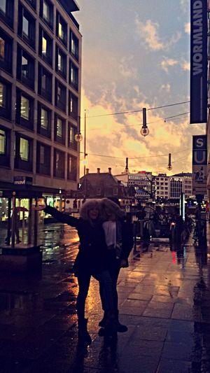 sunny smiles in rainy frankfurt