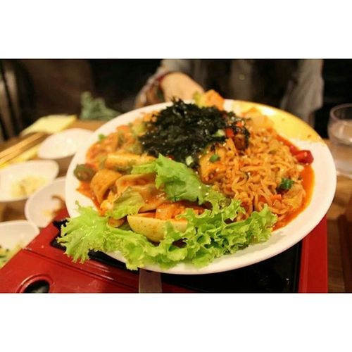 Can't wait to drown myself with this in Seoul lol. 떡볶이 라볶이 한식 Tteokbokki rabokki korean food yums
