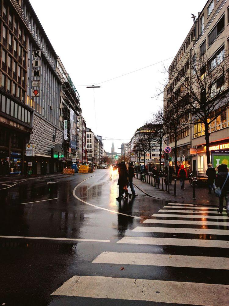 GERMANY🇩🇪DEUTSCHERLAND@ Nordrhein-Westfalen Deutschland Herbst Düsseldorf Düsseldorf HAUPTBAHNHOF Germany Street Streetphotography Building Exterior