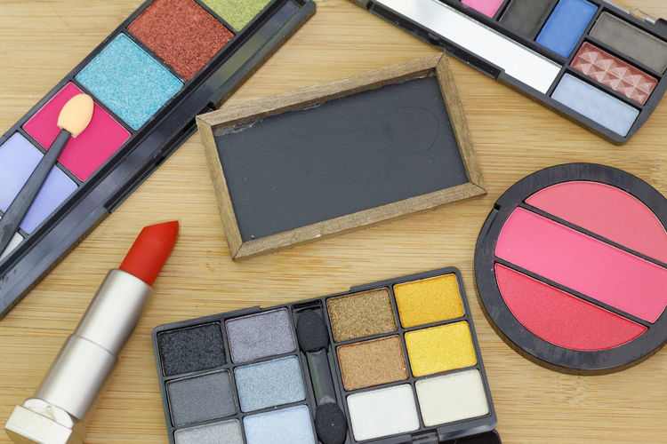 Cosmetic and makeup Copy Space Copyspace Red Colorful Colourful Wooden Backgrounds Color Swatch Multi Colored Beauty Variation Make-up Directly Above High Angle View Beauty Product Close-up Eyeshadow Make-up Brush Blush - Make-up Palette Lipstick Eye Make-up Complexion