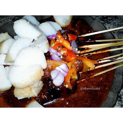 Latepost … My name is Olla Hobby: Makan dan Moto Makanan 0^◇^0)/❤ Sate Kambing Ala Sate Joko Golkar ヽ(^。^)ノ Sukaaa banget sama sateeee (o^^)o❤o(^^o) Savetukangsate SAVEINDONESIA saveborneo … *photo taken by Olla's Samsung … … sate satekambing kambing bawang cabai caberawit hobby indonesia makananindonesia indonesianfood khasindonesia makanankhasindonesia punyaindonesia indonesianonly golkar reviewbyolla ollamossabil