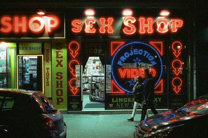 Neon Konica Hexar AF Neon 35mm City Life Nightphotography Cinestill800t Filmphotography Illuminated Night Streetphotography