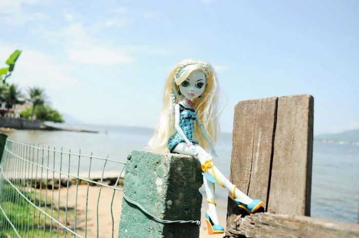 Doll Doll Photography Monster High Doll Water Blond Hair Sea Standing Beach Sky Horizon Over Water