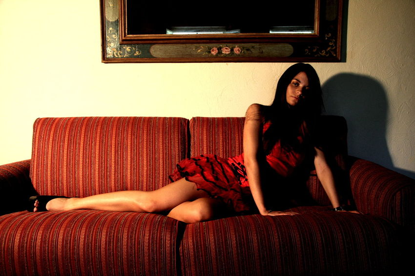 Bellissima Divano Girl Relaxing Sexygirl Sofa Vestitino Young Adult