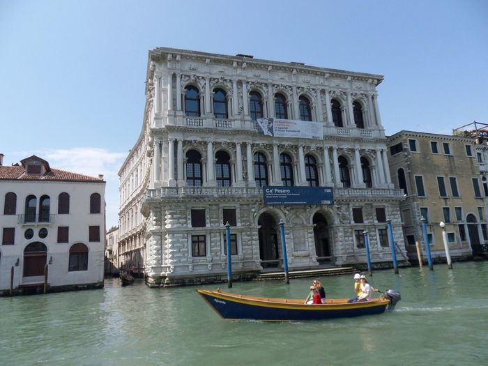 Canal Grande Laguna Di Venezia  Museo Arch Architecture Building Exterior Built Structure Ca' Pesaro Canal Day Group Of People History Incidental People Mode Of Transportation Nature Nautical Vessel Sky The Past Tourism Transportation Travel Travel Destinations Turisti Water Waterfront