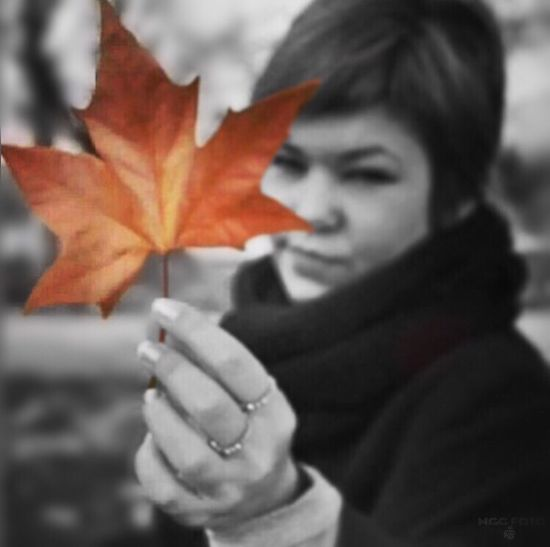 🍂 Autumn Leaf Maple Leaf One Young Woman Only Young Adult Winter Change Only Women Young Women Lifestyles One Person Nature One Woman Only Headshot Real People Close-up Outdoors Cold Temperature Maple Adults Only Mggfoto Objektifimden First Eyeem Photo Photography Goodnight #sonbahar