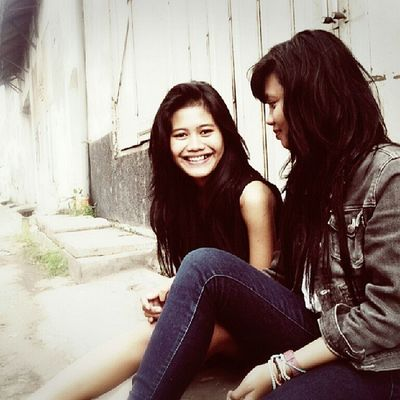 Unyil & Until Photography KaretRD Surabaya Instabooth bestfriends girls smile happy saturday