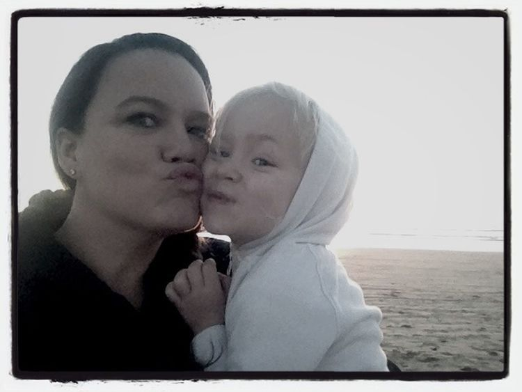 Sending beach kisses to Daddy!! Miss you...love you!!