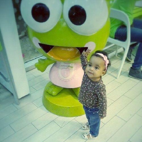 Hay veces que ver los hijos disfrutar te hace bien.. aun in medio de las adversidades. Lia Daughter