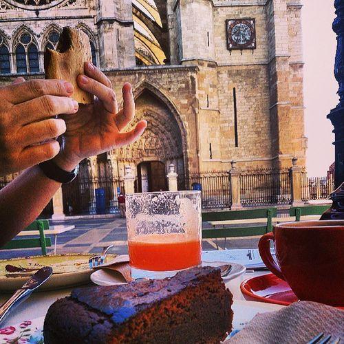 Desayuno calórico en sitio histórico! Leonmola Igersleon Valrhonaalataza