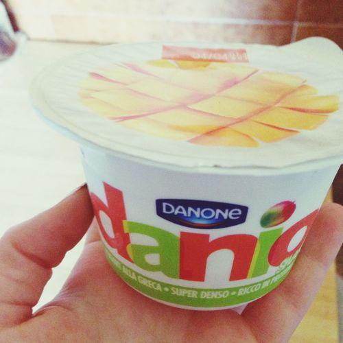 Break..💪😋 Yogurt Greekyogurt Mango Snack Time! Eat Healthy Fruit Foodporn TantaFrutta 💕