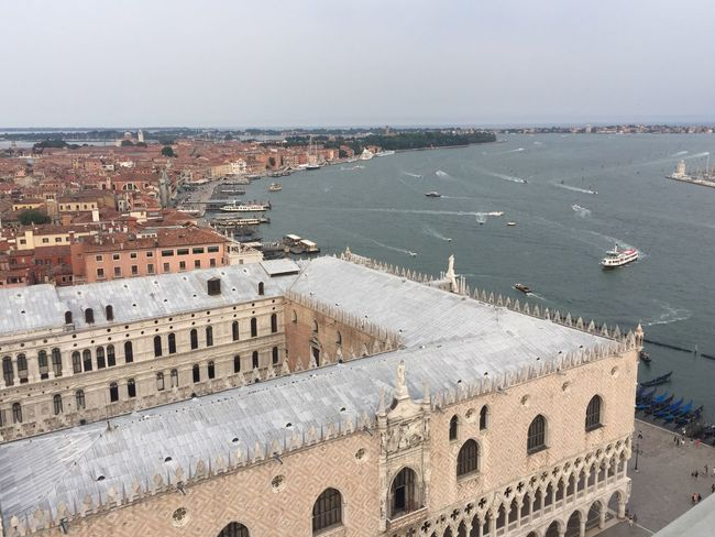 Dogenpalast 173169 Palazzo Ducale Venezia Rooftop View  People Rooftop Red Water Boat Waterway People And Places Gondola - Traditional Boat Travel Destinations Travel Travel Photography Transportation