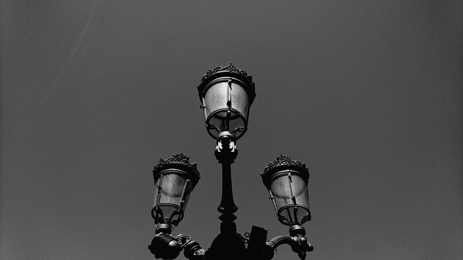 3. City Blanc Et Noir Negro Y Blanco Caminar, Avanzar, Aprender...  Luz E Sombra Miradas Blancoynegro Fotobnw Fotobnw_life Allbnw_shots Fotobnw_life Bilbaocity Somosfelices Euskadigrafias Bizkaia Euskadibasquecountry Bilbosoul Bilb Euskadi Blancoynegro Eyeemphotography Black And White Collection  Blackandwhite Photography Architecture No People Low Angle View VERANO 2017 Calor!!! Vida Close-up Scenics