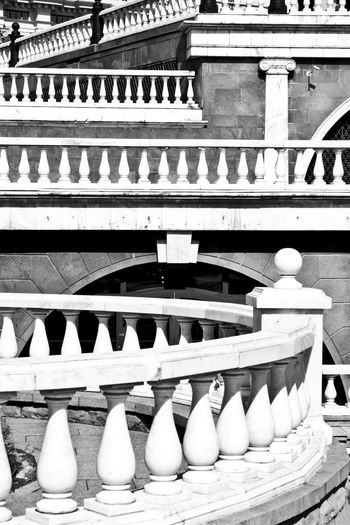 Be. Ready. Check This Out EyeEmNewHere Hello World Kremlin Lines&Design Moscow Moscow, Москва Stairs Architecture Blackandwhite Blackandwhite Photography Building Exterior Built Structure Day Elle Lines And Shapes Lines, Shapes And Curves No People Outdoors Streetphotography Travel Destinations