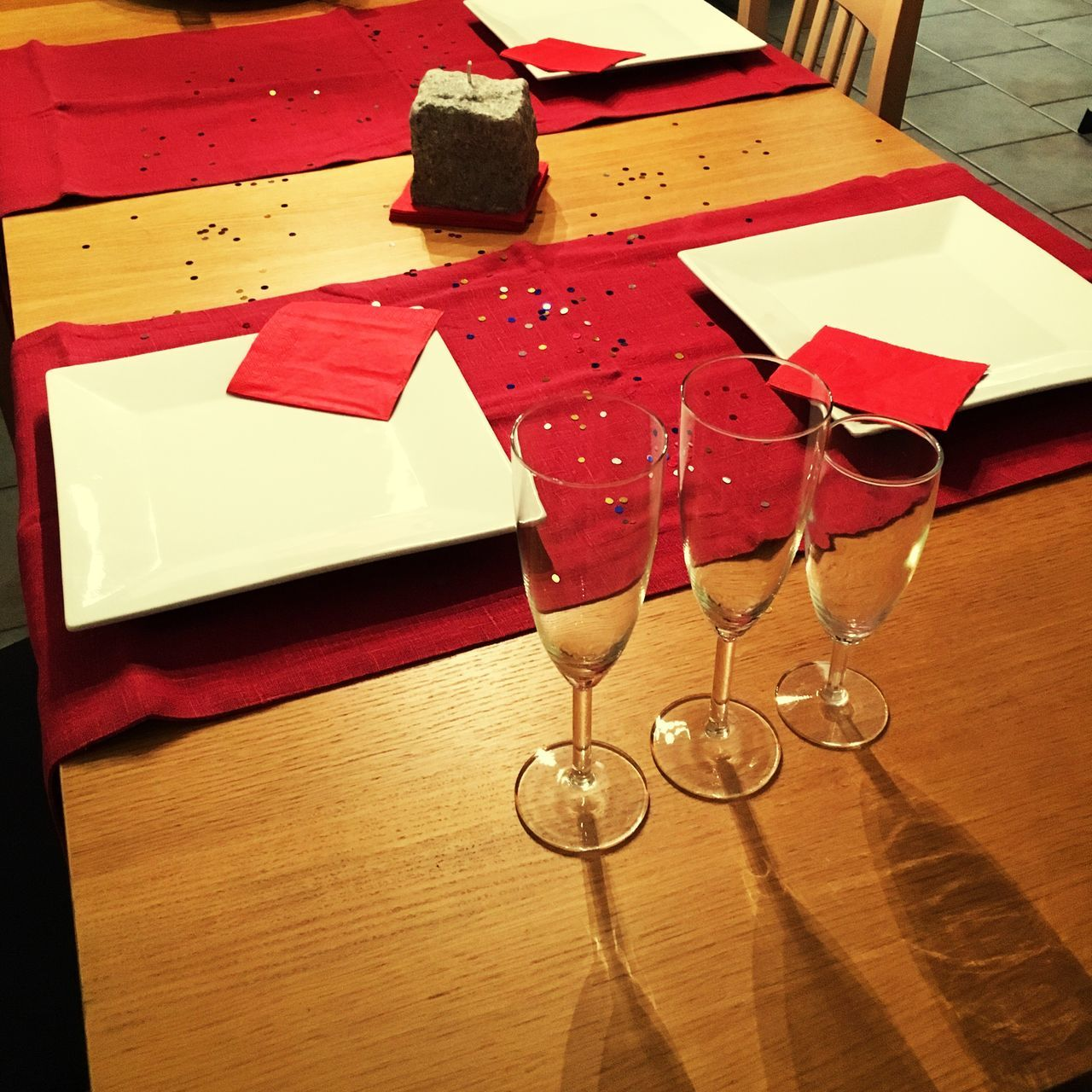 CLOSE-UP OF RED WINE GLASSES ON TABLE