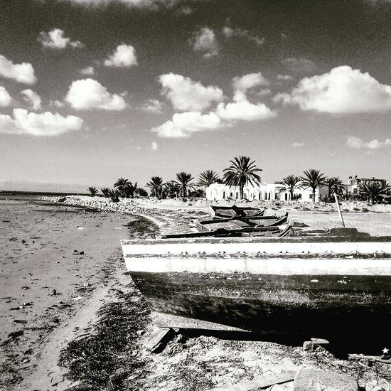 Sea Water Beach Day Outdoors No People Nature تونس جربة  ڨلالة هدوء سكينة راحة شمس يوم مشمسخارج المنزل جربة  أسود و أبيض تراث Black And White Friday