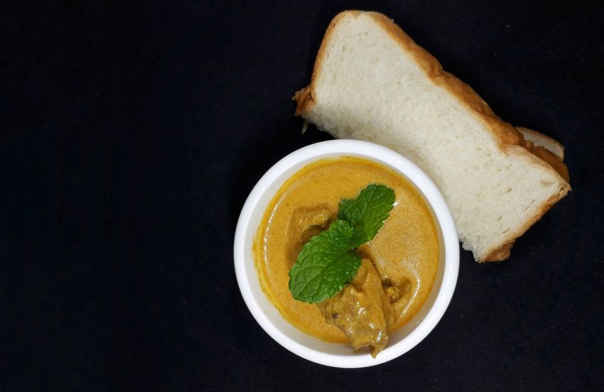 chicken curry with bread on black background Curry Chicken Curry Malaysian Food Mint Leaves Malaysia Food And Drink Healthy Eating Bread Freshness Food Ready-to-eat Appetizer Black Background Studio Shot No People Indoors  Close-up