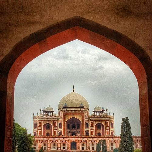 Whose complaining when the Weather and View is so awesome. Heritage Humayunstomb Delhi Mughalarchitecture Soi HDR Incredibleindia Lonelyplanetindia Indiapictures IndiaTravelDiaries @millionshadesofindia @minibayindia @streets.of.india @stories.of.india Hdr_pics Monument Redstone
