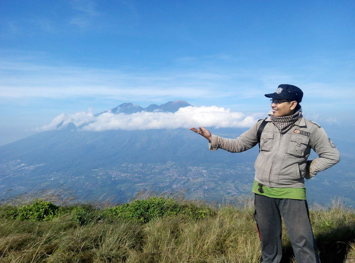 cloud on my hand Scenics - Nature One Person Tranquil Scene Mountain Beauty In Nature Sky Non-urban Scene Leisure Activity Real People Standing Tranquility Three Quarter Length Lifestyles Day Nature Landscape Idyllic Land Environment Men Mountain Range Outdoors Looking At View