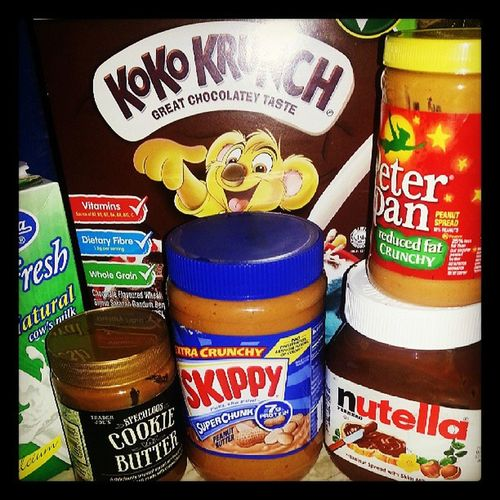 choose your breakfast spread ♥ this is home ! goodmorning :) Speculoos Nutella Skippy Peterpan breakfast sweet morning