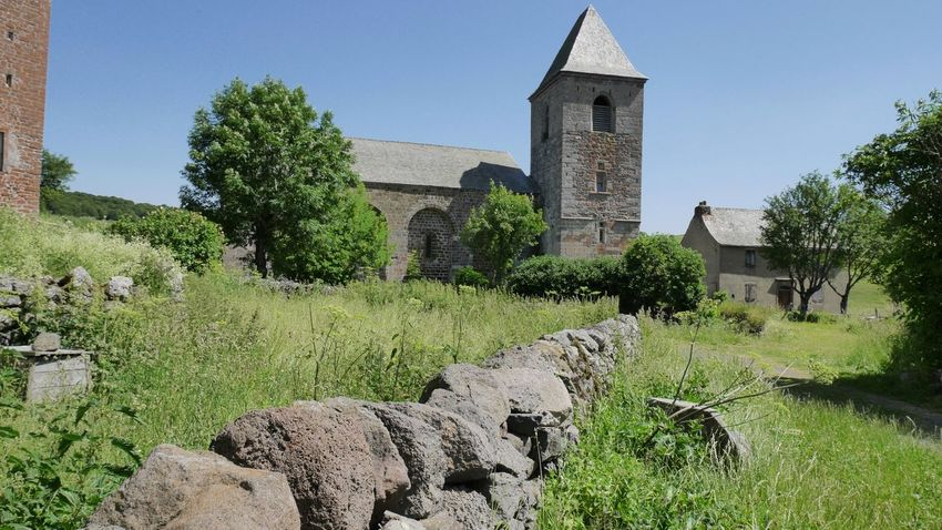 Église d'Aubrac Church Village Old Town Rural Aveyron Stone Wall Countryside Bell Tower Religious Architecture Religion TOWNSCAPE Tree History Clock Tower Sky Architecture Grass Building Exterior Tower Christianity