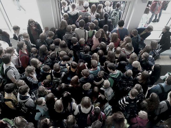 Schule ist überfüllt, schnell raus hier!