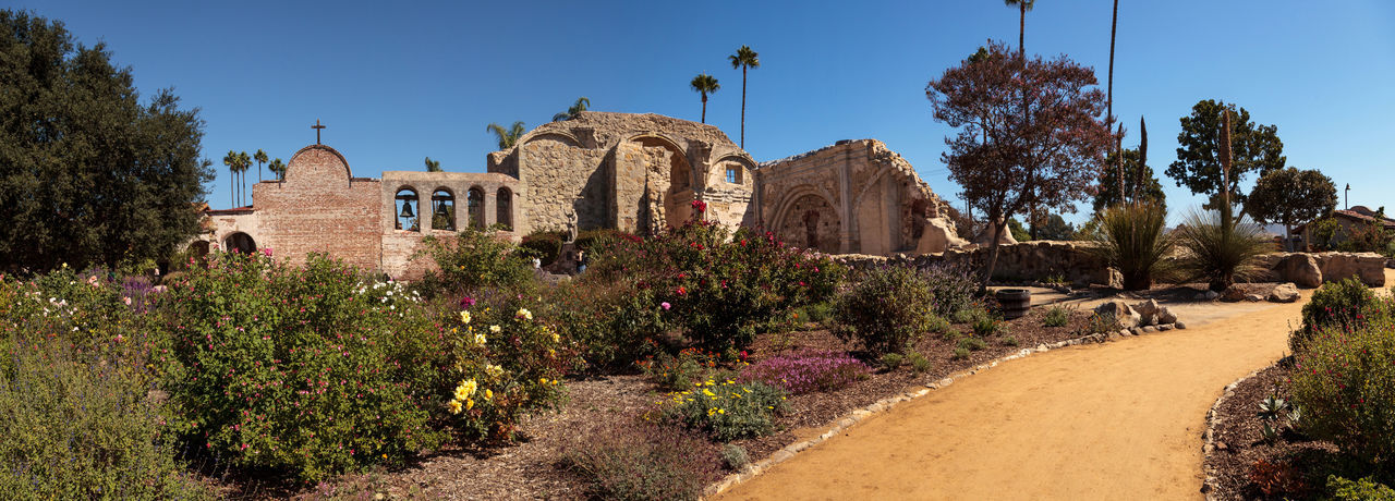 San Juan Capistrano, CA, USA —September 25, 2016: The Mission San Juan Capistrano in Southern California, United States. Editorial use only. Ancient Architecture California Day Garden Mission Mission San Juan Capistrano No People Outdoors Ruins San Juan Capistrano San Juan Capistrano Mission Statue United States