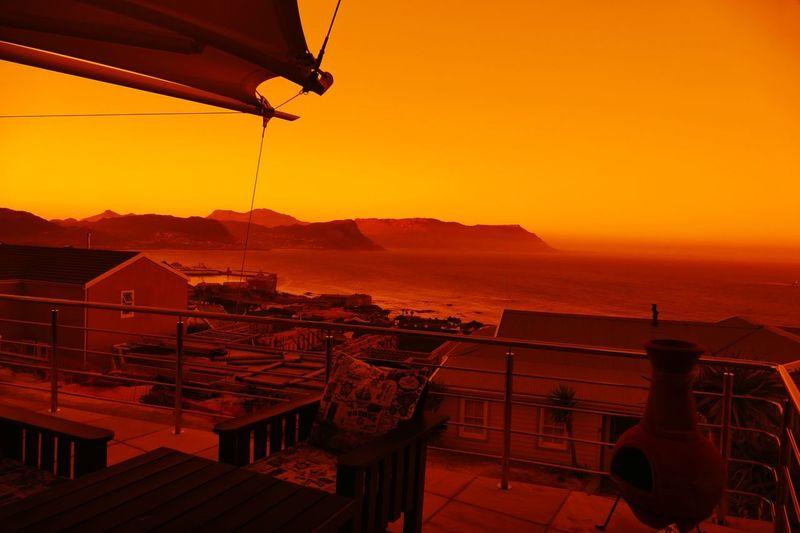 sundown view over the bay Lightshow Night Lights Nightphotography Lights By Night Beautiful Dream South Afrika Cape Town Panasonic DMC FZ1000 Sundown...♥ Sunset Colorful Sky Colorful Orange Color Sky Sunlight Sunset Balkony Terasse Dream