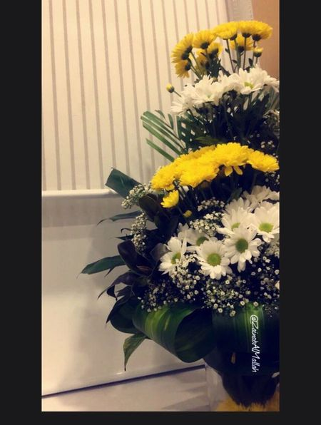 Paint The Town Yellow 💛💛💛✨✨✨ Flower Vase Bouquet Flower Arrangement Freshness Fragility Yellow Indoors  Flower Head No People Close-up Day Nature Beauty In Nature