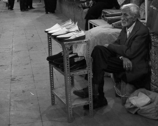 Vendeur Ambulant Vendor Bazar Wishes Espoirs Traditional Culture Job! Travailler Black And White Photography Help Me I'm Confused Shop Street Shot Street Shop