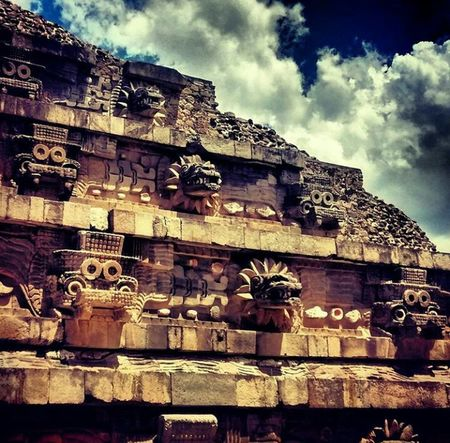 *-•~Templo de Quetzalcóatl~•-* Arqueología Mexicana Mexicoprehispanico Arqueology Teotihuacan Mexico Templo Quetzalcoatl Igermexico Hello World Hi! Travel Trip Photo Piramide Word